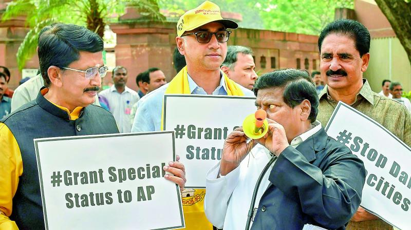 Kejriwal meets TDP MPs staging protest outside PM's residence