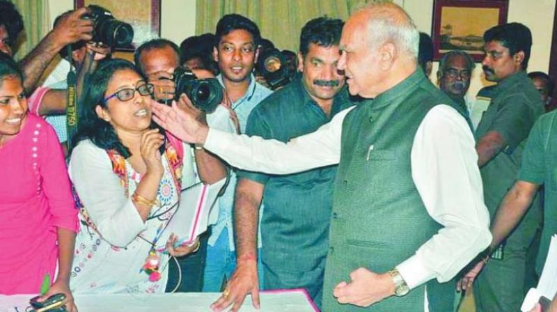 TN Governor pats woman journalist on cheek, without consent, sparks uproar