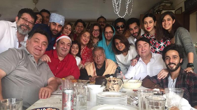 shashi kapoor s last photo with family is all you want to see today