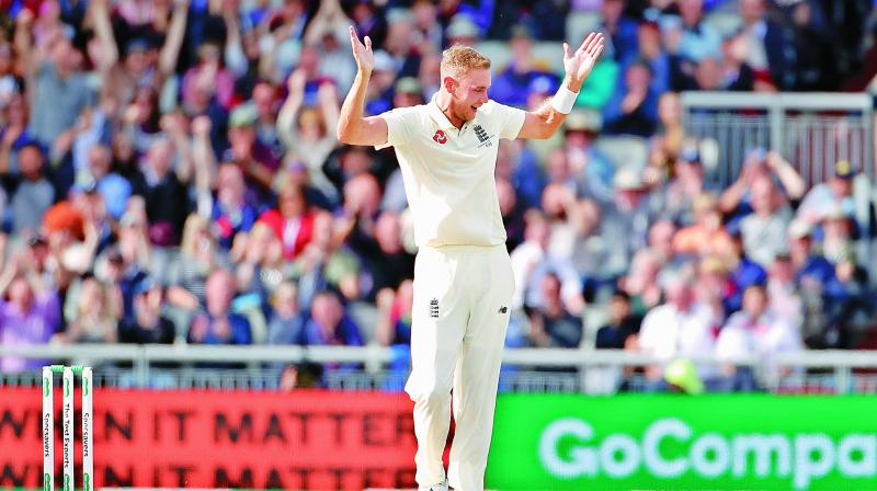 Stuart Broad bowled a brilliant opening spell, removing Aussie openers David Warner and Marcus Harris.