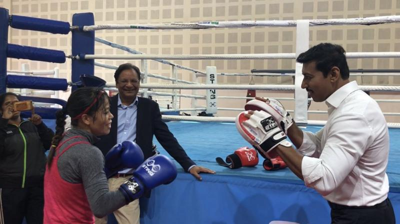 Sport minister Rajyavardhan Singh Rathore, wearing punching mitts, helped Mary Kom perfect some of her signature moves. (Photo: Twitter | @Ra_THORe)