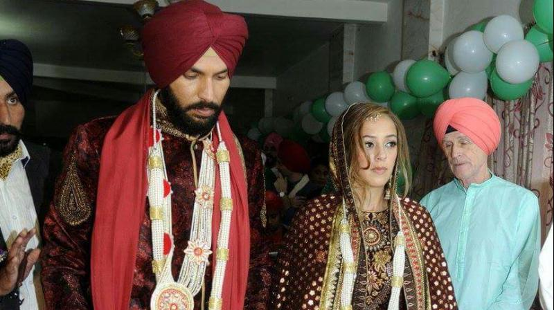 Yuvraj Singh and Hazel Keech photographed during their wedding ceremony. (Photo: Twitter)