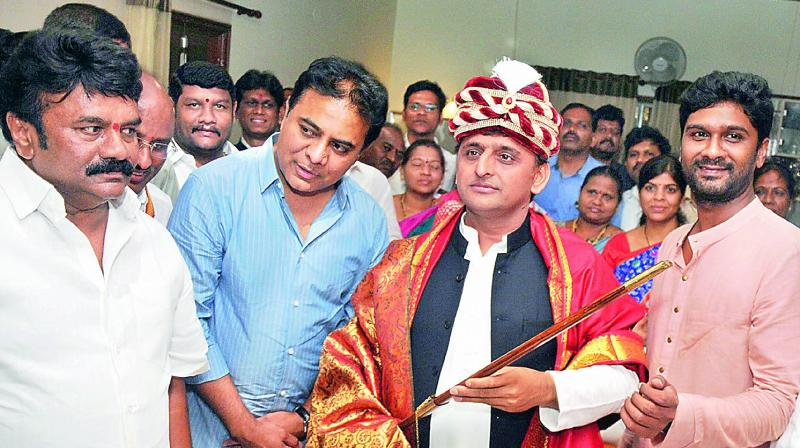 Akhilesh Yadav to meet Telangana CM KCR on Wednesday over Federal Front