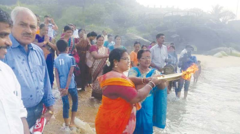 Fishermen offer pooja to Sea God for good catch, safety