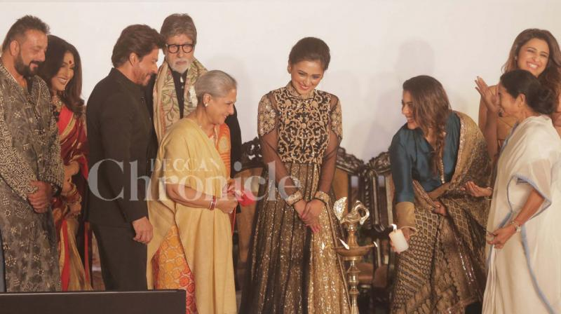 On Friday, Kolkata saw a lot of action go down at the 22nd edition of the Kolkata International Film Festival as Bollywood celebs such as SRK, Amitabh Bachchan, Jaya Bachchan, Kajol and others came down to attend the event alongside CM Mamta Banerjee. (Photo: Viral Bhayani)