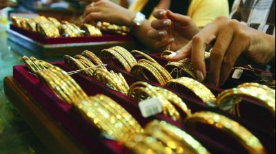 w  While gold moved to `37,050 per 10 gm on the Multi Commodity Exchange, in the New Delhi spot market, prices just shied away from that level at `36,970