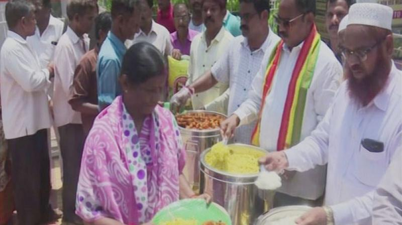 elugu Desam Party (TDP) MLA from Visakhapatnam South and ex-Army soldier Vasupalli Ganesh Kumar has been serving meals to poor people at Rs 5 by investing his own money at King George Hospital (KGH) Anna Canteen, after Ann Canteens were closed by the YSRCP government. (Photo: ANI)