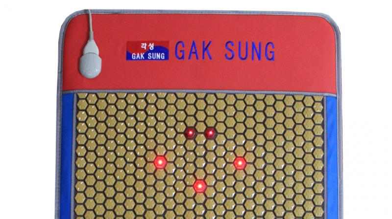 Laser Queen from Gaksung Global is one of the unique product which is ergonomically designed to exert maximum healing effect of Low level Laser and Fedolight.
