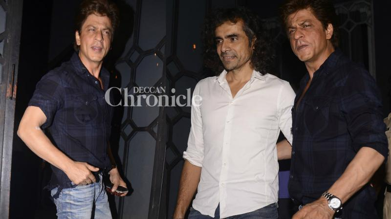 Shah Rukh Khan and his 'Jab Harry Met Sejal' director Imtiaz Ali were snapped as they stepped out for dinner late Saturday in Mumbai. (Photo: Viral Bhayani)