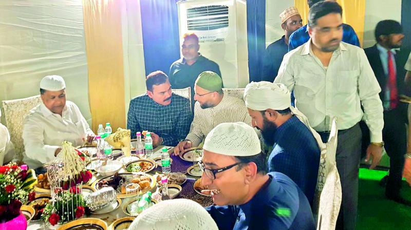 MIM chief Asaduddin Owaisi (centre) shares a dining table with MBT leader Amjedullah Khan (first from right), Hyderabad police commissioner Anjani Kumar (second from left) and others at an Iftar party, Chowmahalla Palace, on Thursday.