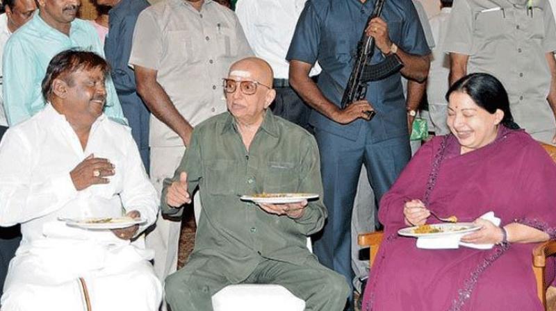 Cho Ramaswamy (centre) with the late J Jayalalithaa. (Photo: File)