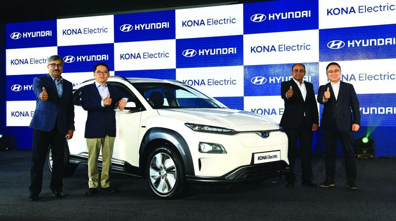 The SUV is equipped with a 39.2kWh lithium-ion battery to provide an ARAI-rated laboratory range of 452 km per charge.