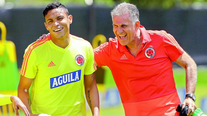 Colombia's national football coach Carlos Queiroz (right) jokes with Luis Muriel during a training session. (Photo:AP)