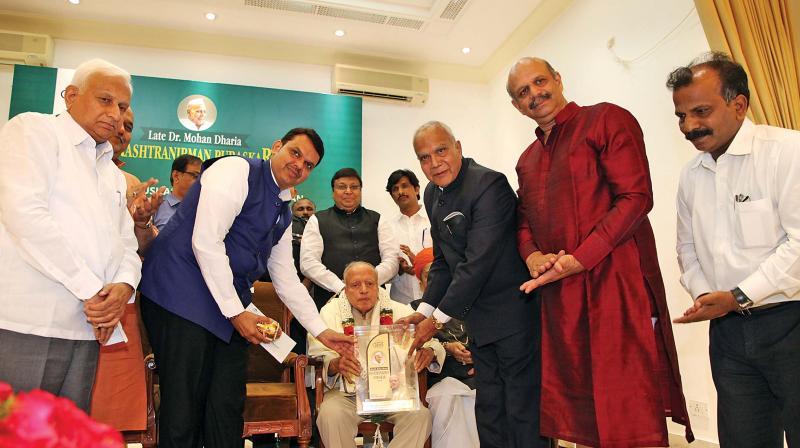 Banwarilal Purohit presents the late Dr Mohan Dharia Rastranirman Puraskar 2018 Award to Padma Vibhushan Dr M.S. Swaminathan at Raj Bhavan, on Saturday.  Image; DC