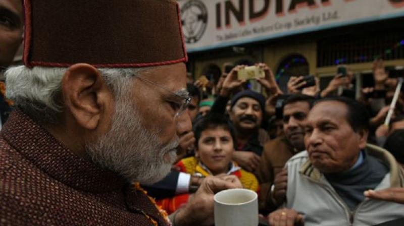 Post Thakur's swearing-in, Modi sips coffee in Shimla, reminisces old days