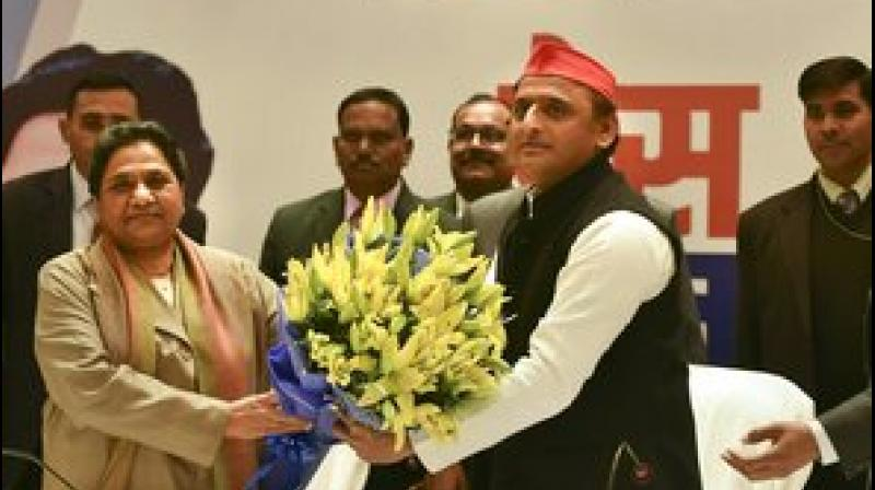 Akhilesh, Mayawati address joint press conference officially announcing their 'mahagathbandhan.' (Photo: PTI)