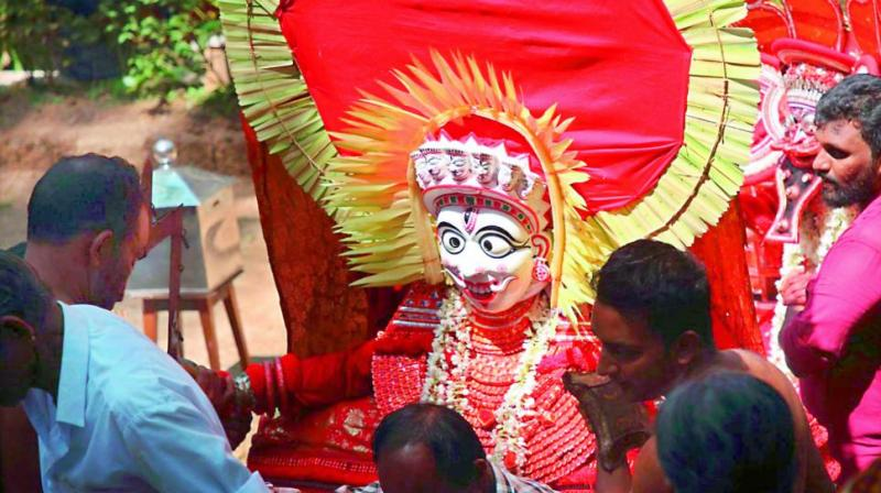 Edalapurath Chamundi is a Shaivite Theyyam. She is one of the very few Theyyams that wears a face mask.