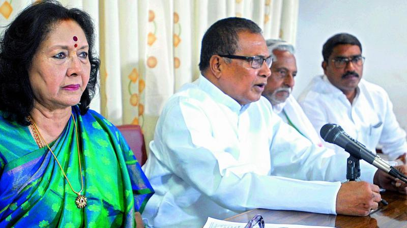 K. Jana Reddy, the Leader of the Opposition in the Telangana State Assembly, addresses the media over minister K.T. Rama Rao's remarks on Congress. Senior leaders J. Geeta Reddy and T. Jeevan Reddy could be seen. (Photo: DC)