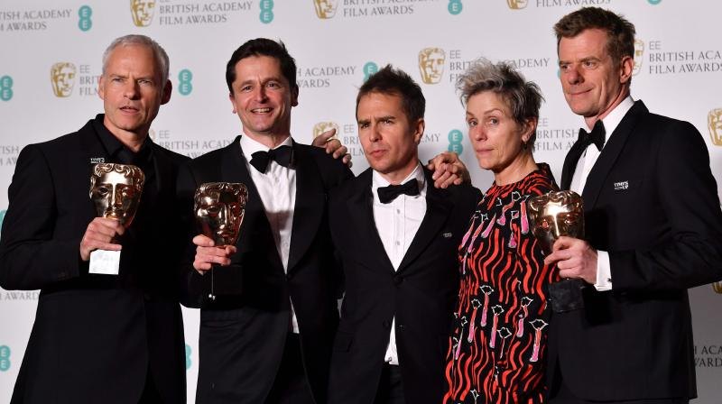 British-Irish filmmaker Martin McDonagh (L), producer Peter Czernin (2L), US actor Sam Rockwell, and British producer Graham Broadbent (R) pose with citation reader US actress Frances McDormand (2R) after receiving the award for Best Film for 'Three Billboards Outside Ebbing Missouri'. (Photo: AFP)