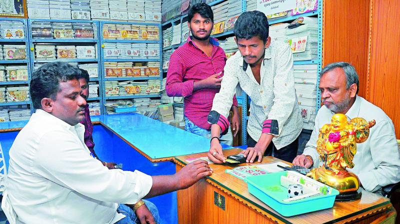 The small and medium scale traders are using e-Pos machines at Guntur due to demonetisation on Friday. (Photo: DC)