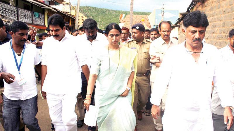 AICC general secretary in-charge of Karnataka K.C. Venugopal and state Mahila Congress chief Laxmi Hebbalkar participate in 'Mane Manege Congress' programme in Belagavi on Sunday – KPN