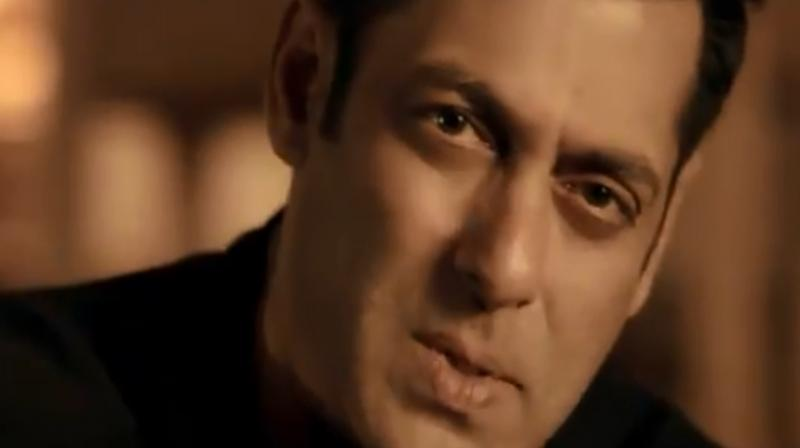 Screengrab of Main Taare song teaser featuring Salman Khan. (Photo: Twitter)