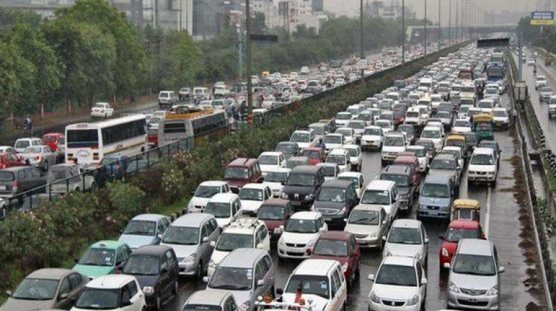 Under the policy, odd-numbered cars are allowed to run on odd dates while even-numbered cars can only run on even dates. (Photo: ANI)