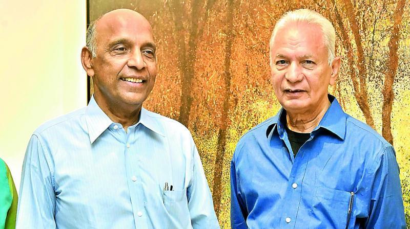 Artist Surya Prakash with Dr Gullapalli N. Rao, Chairman, L. V. Prasad Eye Institute
