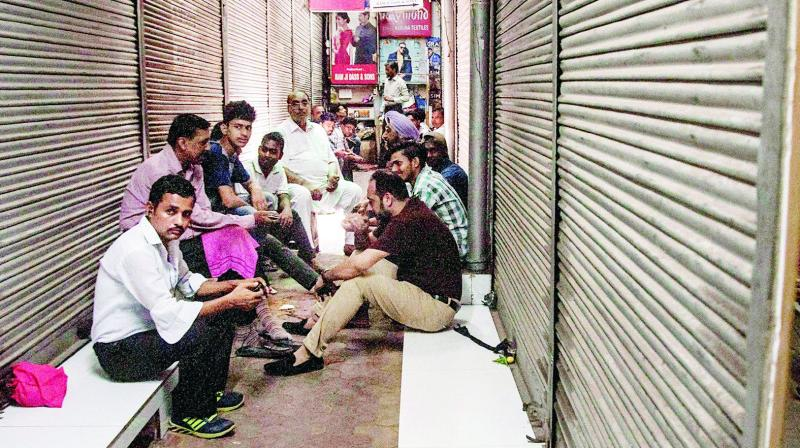 A majority of wholesale markets and several commercial establishments across the country on Friday downed shutters as a mark of respect to former prime minister Atal Bihari Vajpayee. (Photo: AP)