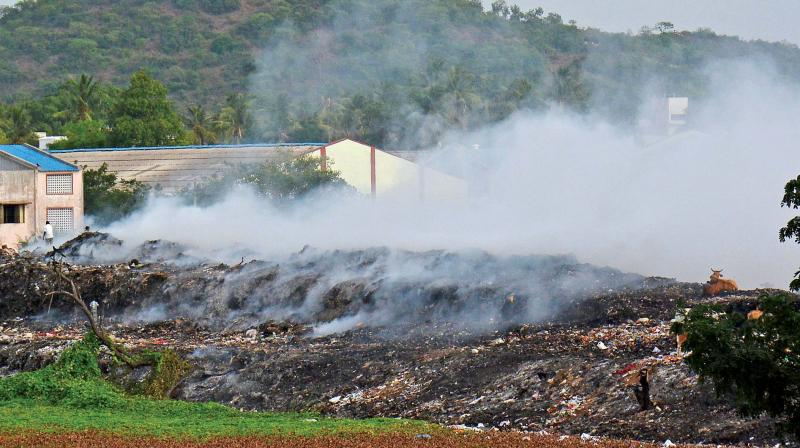 Chitlapakkam dumpyard engulfed in smoke, after it  caught fire on Tuesday (Photo: DC)