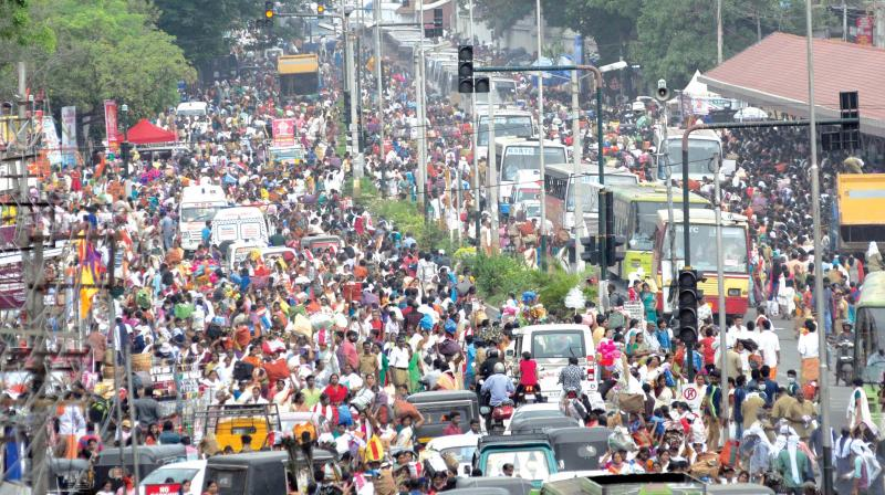 Devotees Return After Offering Pongala At Attukal Temple In Thiruvananthapuram On Saturday Photo