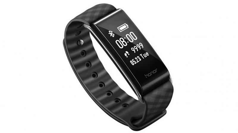 The fitness band comes with a 0.96-inch Multi-touch screen OLED display, along with features such as lift-to-wake and lower-to-sleep. In the last quarter, Honor launched to Honor Band 3.