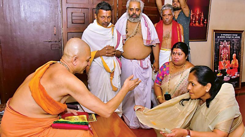 Hours before the BJP finalised its candidates' list, Udupi-Chikkamagaluru MP Shobha Karandlaje offered prayers at Udupi Sri Krishna Matha and received blessings from Vidyadheesha Teertha Swamiji of Paryaya Palimar Math. Shobha has been declared the BJP candidate for the seat again.