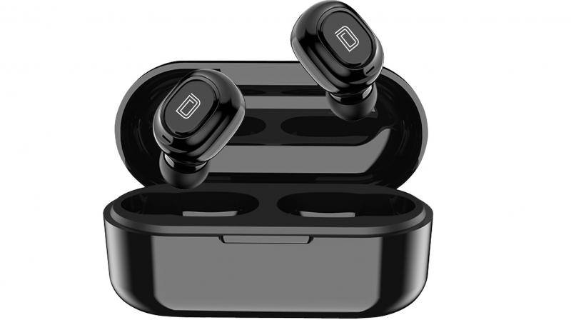 The Detel earbuds are equipped with Bluetooth Version 5.0+ Auto pair and come with a connectivity range of up to 10 meters.