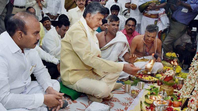 Andhra Pradesh Chief Minister N Chandrababu Naidu performs rituals after entering into his new office chamber in the Government's Transitional Headquarters at Velagapudi in the Amaravati capital region. (Photo: PTI)