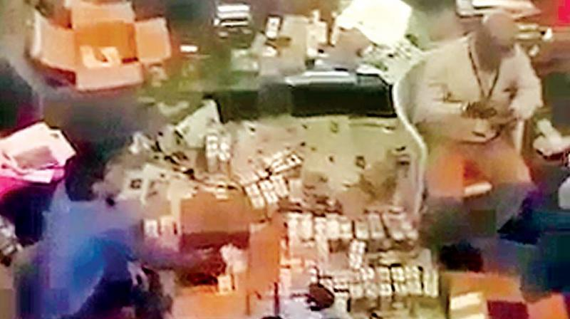 I-T sleuths count the seized money at an undisclosed location in the city, on Tuesday (Photo: DC)