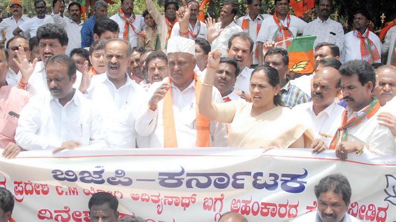 BJP members protest against KPCC working president Dinesh Gundurao's remarks against UP Chief Minister Yogi Adityanath, in Bengaluru on Sunday  (Image: KPN)