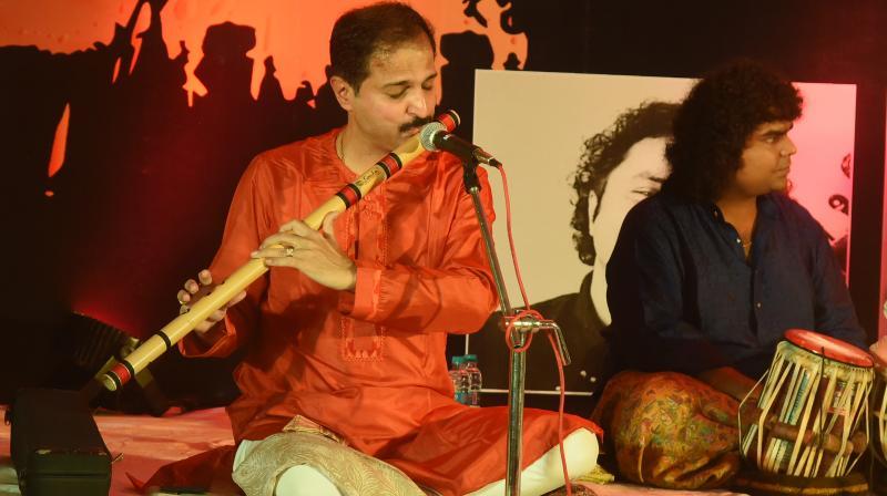 Rupak Kulkarni on flute and Pranshu Chatur Lal on tabla.