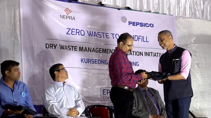 From right to left-Samir Pathak, Corporate Affairs Director- Sustainability, AMENA - PepsiCo felicitating Debashish Chattopadhyay, Sub Divisional Officer, Kurseong, Darjeeling District. (Photo: File)
