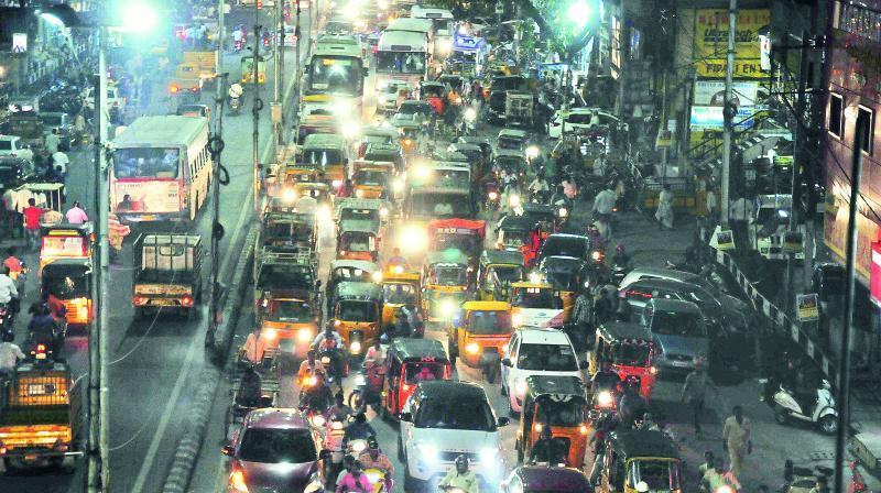 As people flock to Charminar ahead of Id-ul-Fitr, heavy traffic blocked roads from Siddamber Bazaar, MJ Market to Charminar on Saturday. (Image: DC)