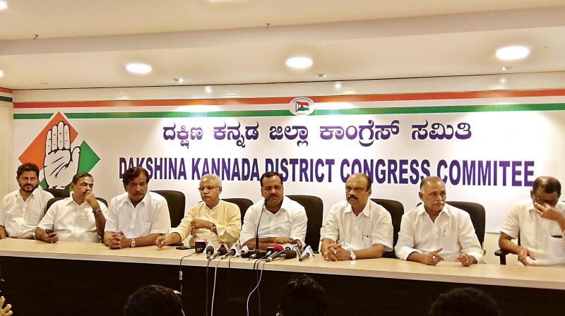 Minister for Urban Development and Housing U.T. Khader chairs a  meeting of the Dakshina Kannada PCC, in Mangaluru on Saturday  (Image: DC)