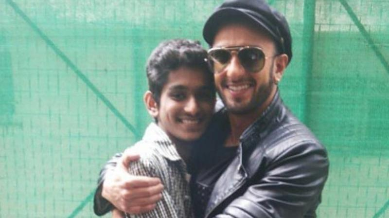 Ranveer Singh with his late fan. (Photo: Viral Bhayani/Instagram)