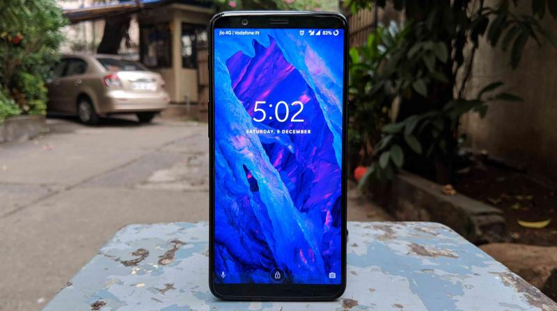The OnePlus 5T manages to give us a familiar vibe as the Google Nexus 5, which is considered to be one of the best Android smartphones in history.
