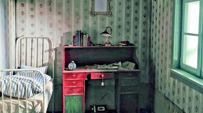 A screengrab of Gregor Samsa's room from Mika Johnson's VRWandlung