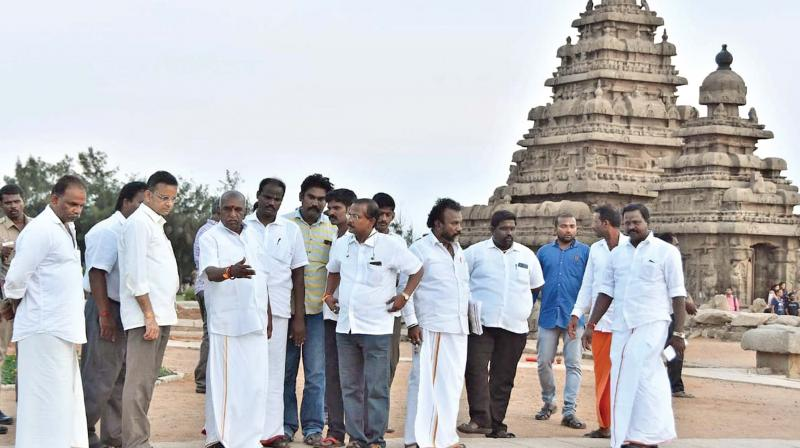 BJP senior and former Union minister Pon Radhakrishnan inspects Mahabalipuram ahead of Modi-Xi summit on October 11. (Photo: DC)