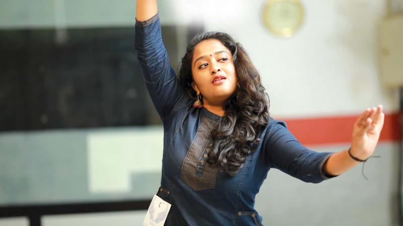 An artiste with Lokadharmi Theatre, Akhila is also associated with P.R. Arun's Fifth Estate Productions.