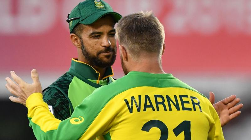 Opener David Warner was then accompanied by Usman Khawaja but the latter went back to the pavilion after being retired hurt in the fifth over. (Photo:AFP)