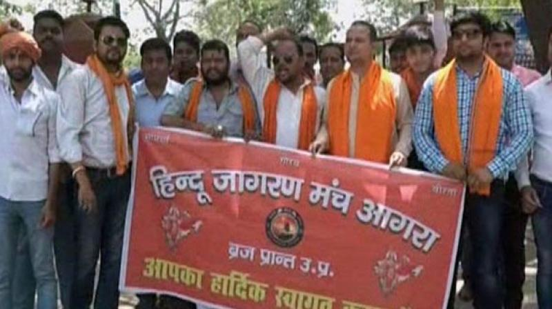 Right-wing organisations including Hindu Jagran Manch (HJM) and Bharatiya Janata Yuva Morcha (BJYM) asserted that the religious sentiments of Hindus were hurt with the incident and have launched a protest in Agra. (Photo: ANI)