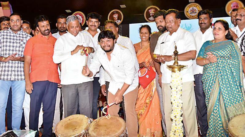 Actor Ganesh inaugurates Dasara Yuva Sambrama in Mysuru on Tuesday (Photo: DC)