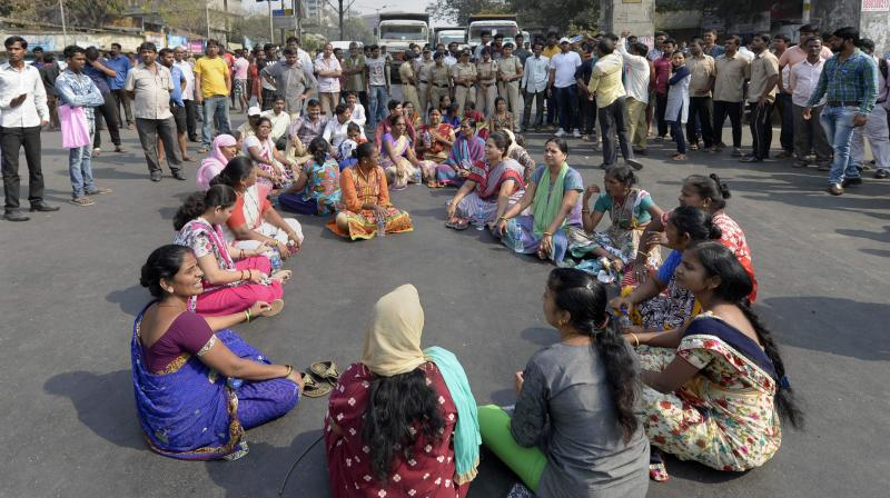 Normalcy in the financial capital was affected largely after Dalit protesters took to the streets on Tuesday following Dalit-Maratha clashes at Bhima Koregaon near Pune on Monday. (Photo: PTI)